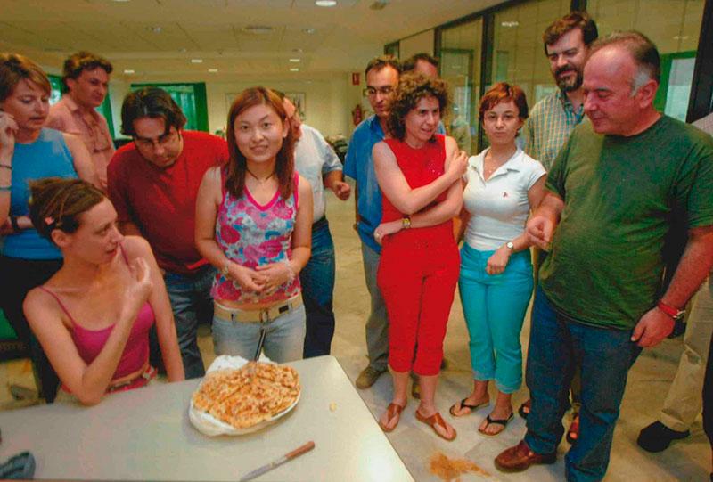 Compañeros periodistas de La Opinión de Murcia en la despedida de una estudiante china que hizo prácticas de periodismo en el diario