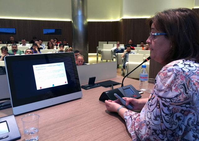 Ana María Gómez, de Cruz Roja, durante su intervención en las II Jornadas de Comunicación de Emergencias en Redes Sociales en la Región de Murcia