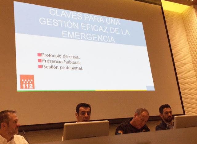 Javier Ayuso, frente al ordenador, interviene en las II Jornadas de Comunicación de Emergencias en Redes Sociales en la Región de Murcia