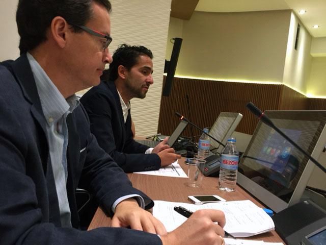 José Carlos Losada, en segundo término, durante su ponencia en las II Jornadas de Comunicación de Emergencias en Redes Sociales en la Región de Murcia