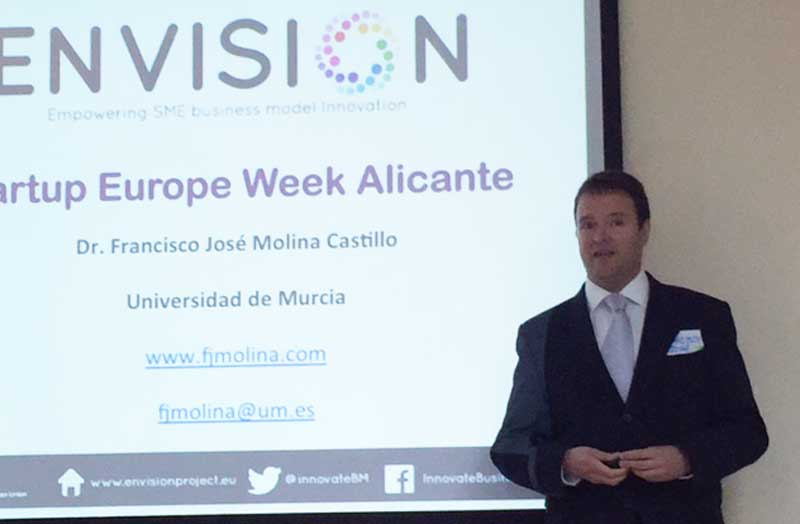Francisco José Molina, de ENVISION, en la Startup Europe Week Alicante, en la sede de la Escuela Superior de Marketing ESUMA