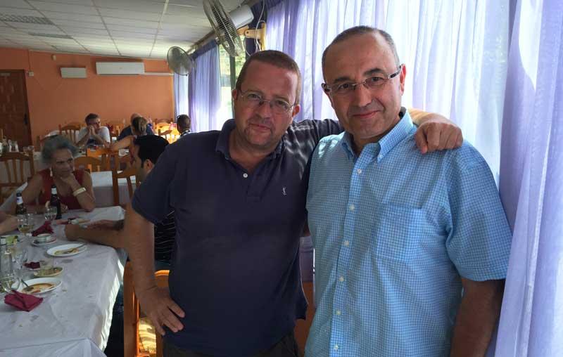 Andrés Pérez Ortega y Baldo Rodríguez, autor de este post, en una comida de alumnos del Máster de Márketing Digital de Fundesem tras una clase de marca personal