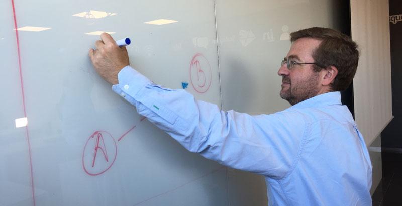 Andrés Pérez Ortega en la clase de marca personal en Fundesem
