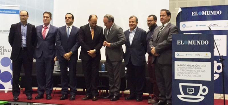 Foto de familia de los participantes en el foro sobre digitalización organizado por el diario el Mundo en Elche